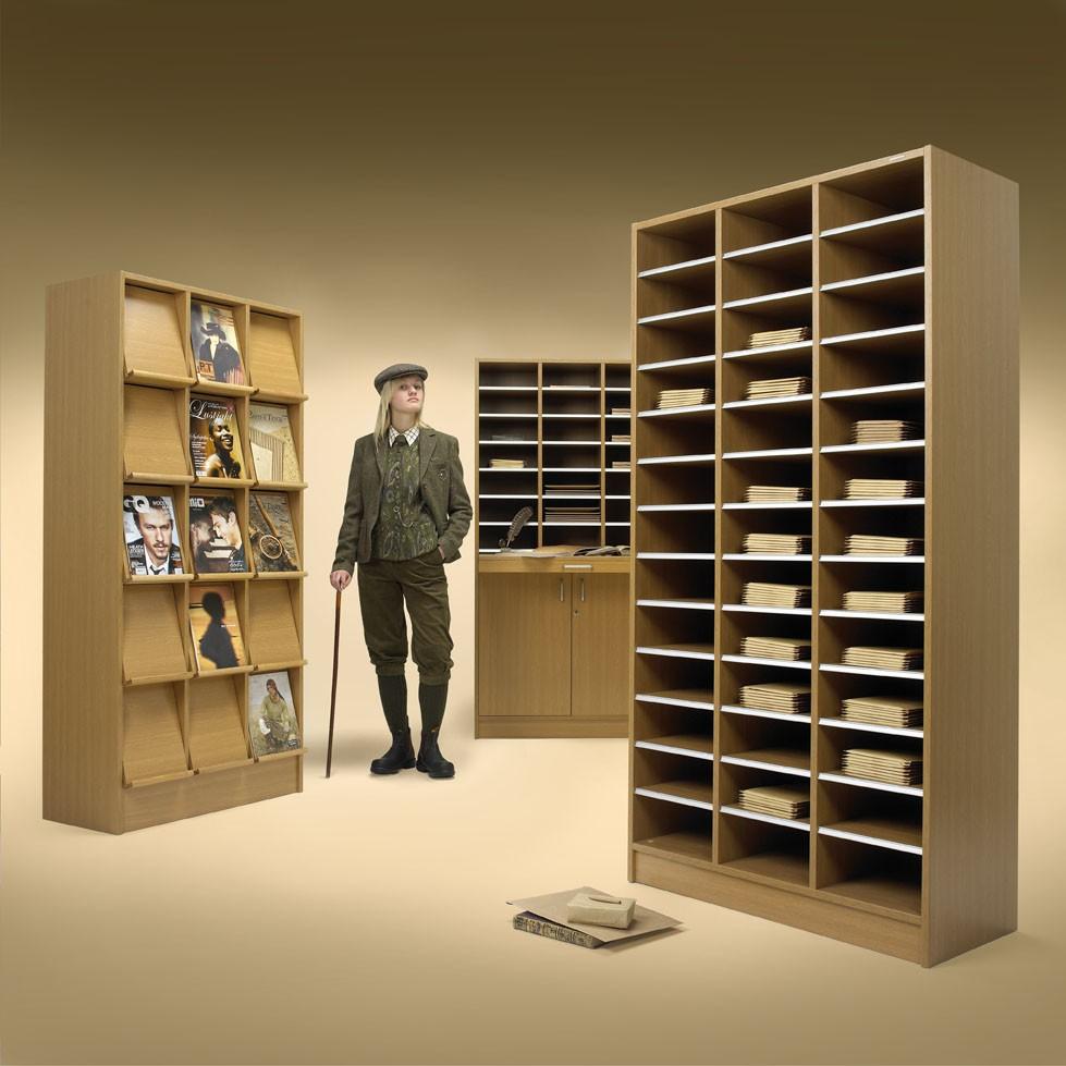 Nutzen von einem Prospektschrank bzw. Postfachschrank Eiche