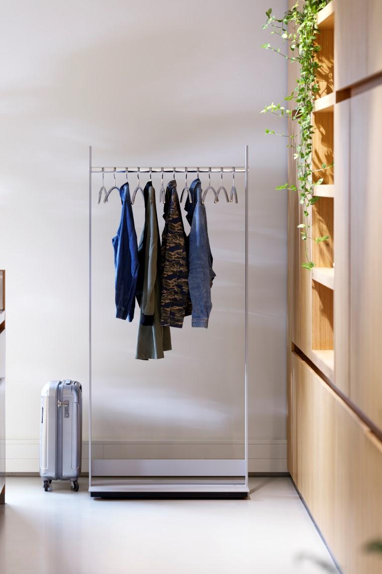 Garderobenständer Standtogether, unsichtbare Schwenkrollen